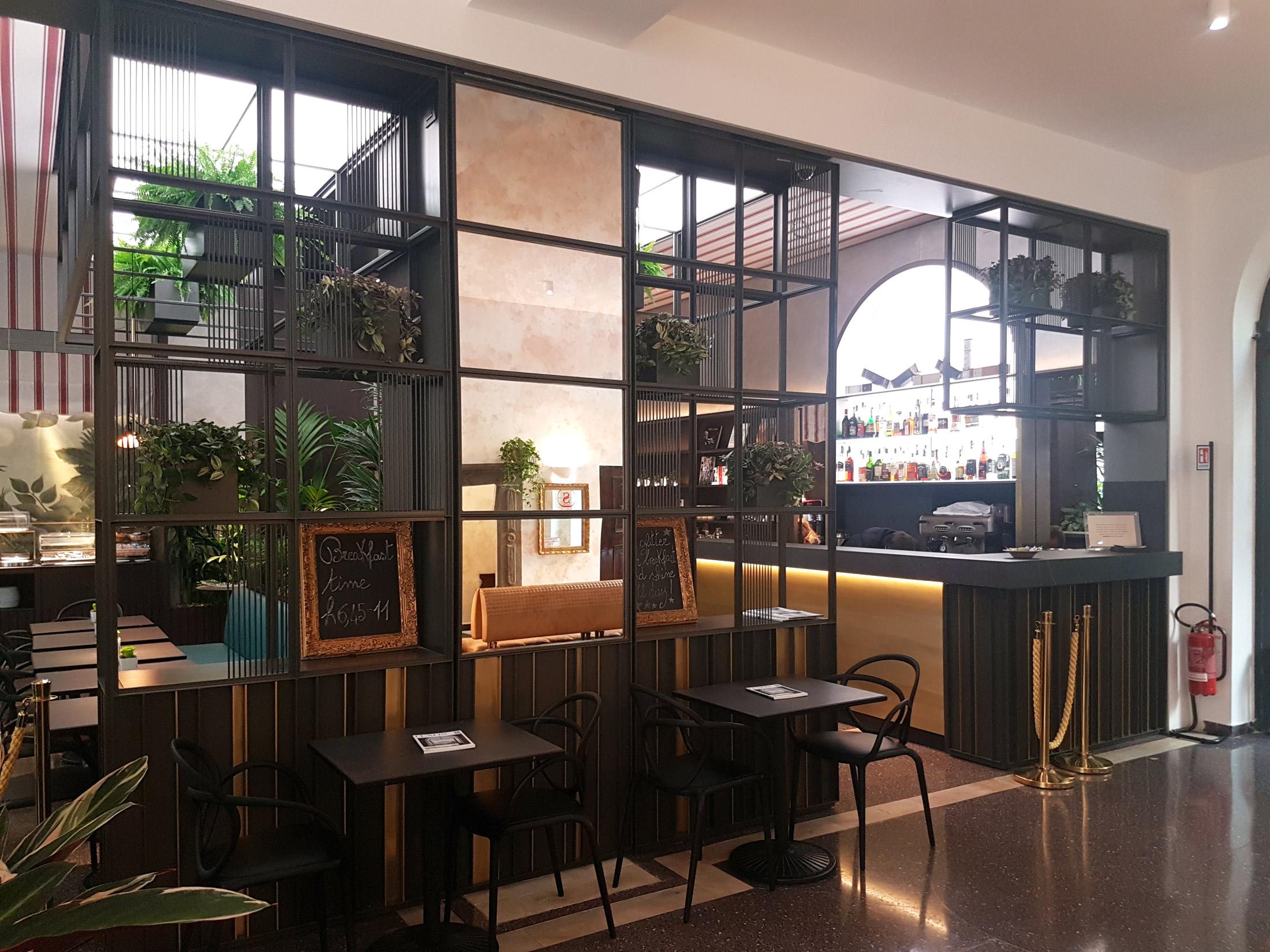 Cosmet costruzioni metalliche for Arredamento hotel liguria